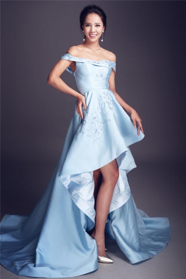 Phan Thu Phương diện váy mullet màu xanh lơ ngọt ngào.