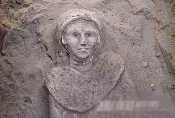 Bí ẩn xác ướp thiếu nữ mở to mắt trong lăng mộ ở Ai Cập