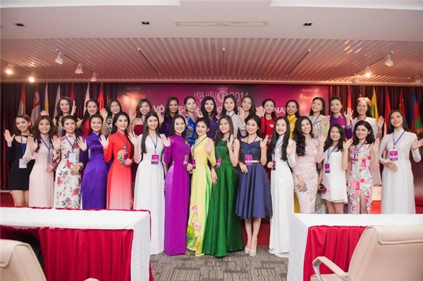 Sau hơn hai tháng phát động, cuộc thi Hoa hậu Việt Nam 2016 tổ chức vòng sơ khảo khu vực phía Nam tại TP.HCM để chọn ra 30 thí sinh tiềm năng bước vào chung khảo toàn quốc. Buổi sơ tuyển thu hút nhiều người đẹp từ các tỉnh thành về tham dự. Ở vòng tuyển chọn, thí sinh được các chuyên gia kiểm tra nhân trắc học – hình thể trước khi bước vào vòng phỏng vấn.