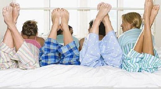 Một bộ quần áo ngủ bẩn chứa đựng nhiều mối nguy hại cho sức khỏe.(Ảnh: Internet)