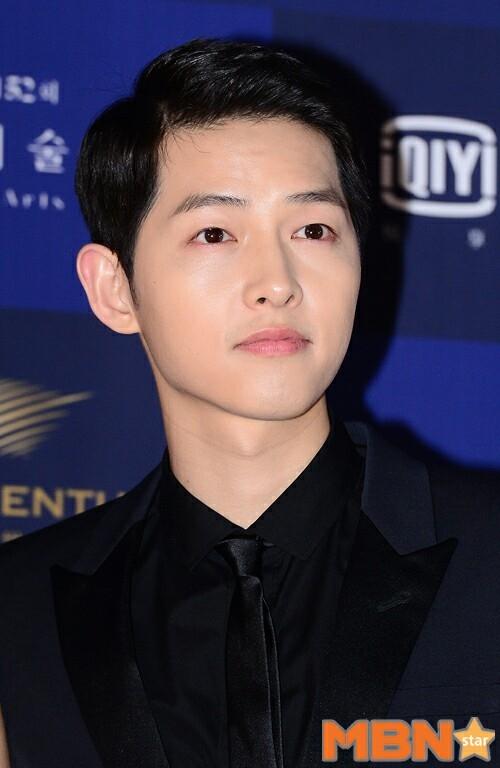 """Trịnh Sảng nhận """"gạch đá"""" khi kết đôi với Song Joong Ki"""