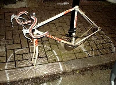 Tên trộm có tâm vẽ lại bánh xe để an ủi cho người chủ nhân xui xẻo. (Ảnh: Internet)