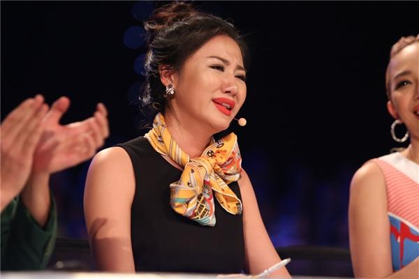 Giám khảo Văn Mai Hươngkhông cầm được nước mắt khi nghe em hát. - Tin sao Viet - Tin tuc sao Viet - Scandal sao Viet - Tin tuc cua Sao - Tin cua Sao