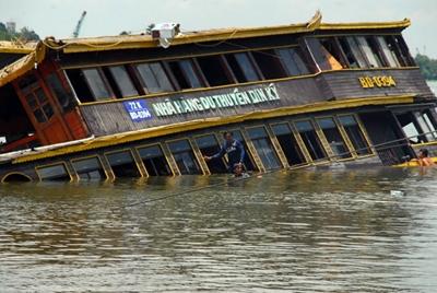 Hình ảnh con tàu Dìn Ký bị chìm. Ảnh: Internet