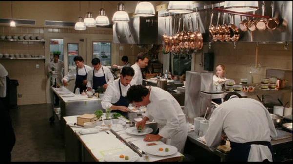 Nghề đầu bếp chịu nhiều áp lực và đối mặt với nguy hiểm.