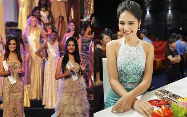 Sau khi đạt giải Á hậu của một cuộc thi dành cho người Việt Nam tại Mỹ, Hương Giang được chọn làm đại diện tại Hoa hậu Thế giới cùng năm. Hương Giang liên tục đạt được vị trí cao tại các phần thi phụ và có mặt trong top 15. Cùng năm, Hương Giang cũng được bầu chọn là Hoa hậu đẹp nhất châu Á.