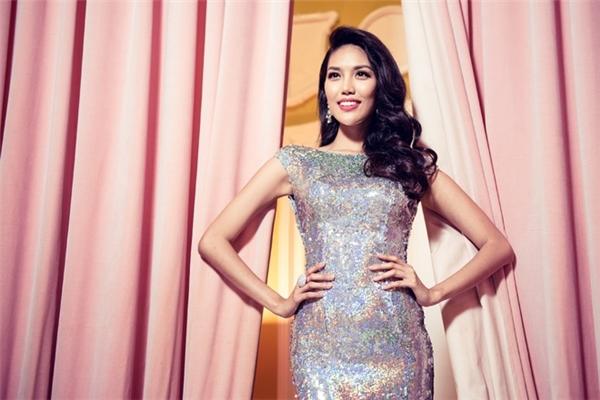 Lan Khuê - Top 11 Hoa hậu Thế giới 2015, niềm tự hào của khán giả quê nhà.