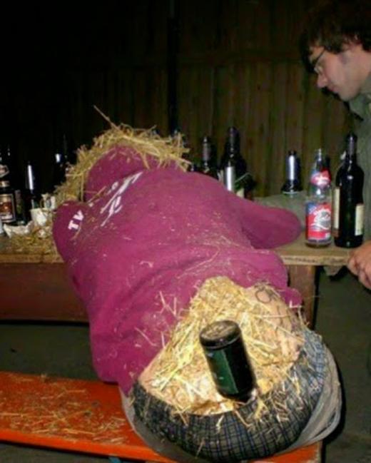 Cho chừa cái tật say xỉn! (Ảnh: Internet)