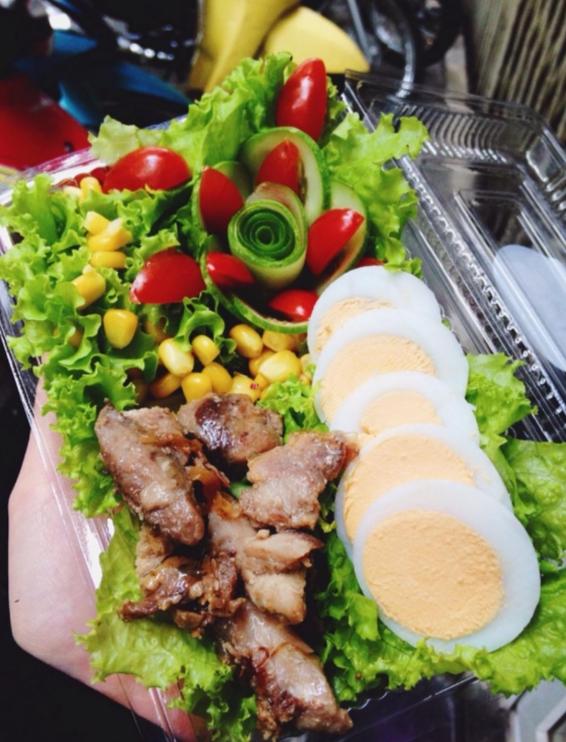 Salad vừa ngon mắt vừa đã miệng có giá từ 40.000 đồng/suất. (Ảnh: Internet)