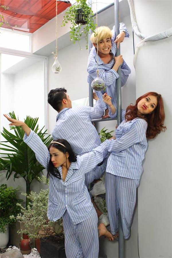 Khả Như và Huỳnh Lập khiến fan bất ngờ khi hóa thân thành... bệnh nhân trốn trại.