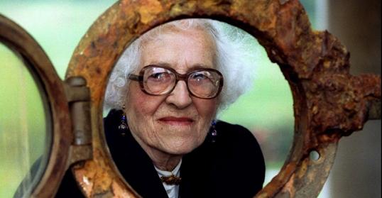 Millvina Dean (1912-2009) chỉ mới có vài tháng tuổi khi bà lên tàu cùng gia đình, và là nạn nhân nhỏ tuổi nhất sống sót qua vụ chìm tàu. (Ảnh chụp năm 1994)