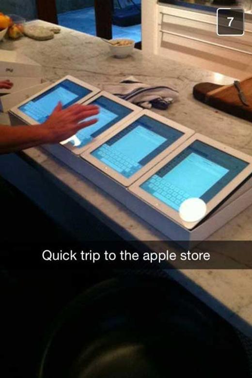 Một lần mua có 4 cái iPad thôi mà, có nhiều đâu! (Ảnh: Internet)