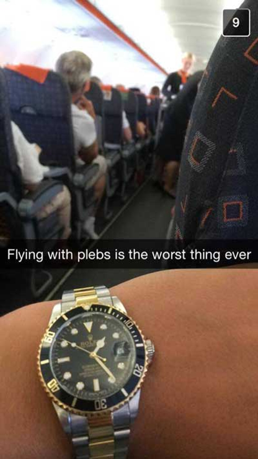 """""""Đi chung máy bay với người khác không quen"""". (Ảnh: Internet)"""