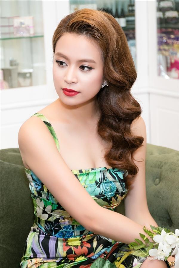 Thông qua sản phẩm này, nữ ca sĩ tiếp tục khẳng định vị trí trong showbiz Việt cũng như sự trưởng thành của cô qua nhiều giai đoạn.