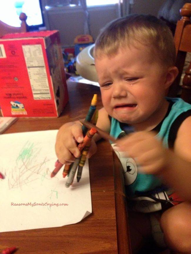 Không thể cầm hết số bút đó bằng một tay.