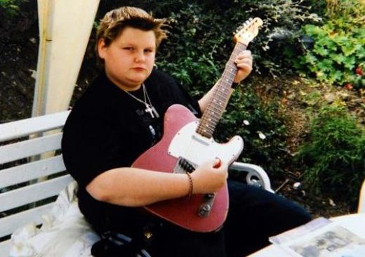 """Ở tuổi 15, Nathan Hewitt từng nổi tiếng bất đắc dĩ trên các mặt báo nước Anh với biệt danh """"nam sinh béo nhất nước"""""""