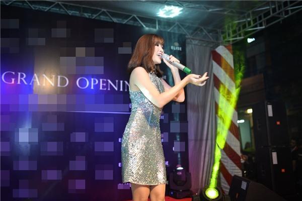 Ngoài việc là khách mời tham dự chương trình,Bích Phương Idol còn tham gia biểu diễncác ca khúc gắn liền với tên tuổi của cô như: Mình yêu nhau đi, Kíức ngủ quên, Nụ hồng mong manh.