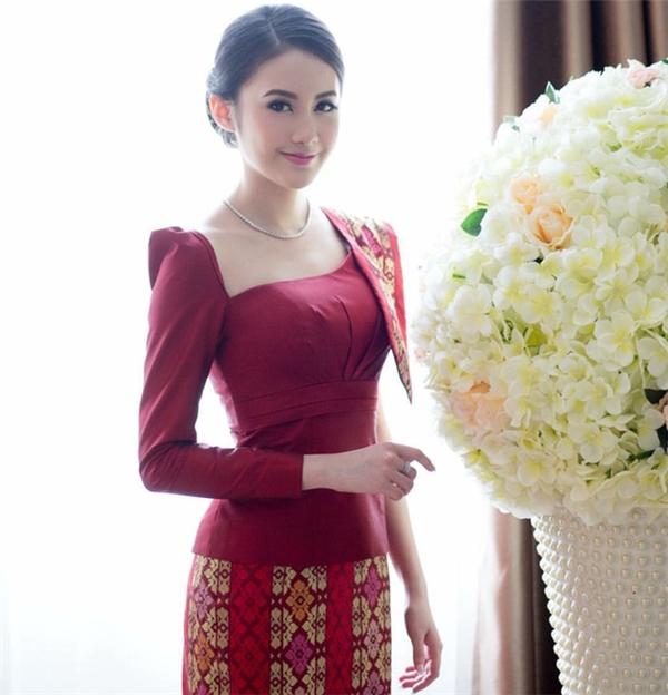 Nhan sắc hot girl Lào gây sốt mạng xã hội.