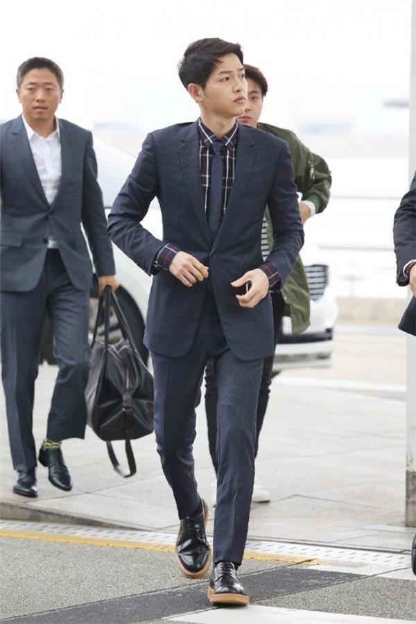 Đụng hàng với loạt nam thần, Song Joong Ki có nổi bật hơn?