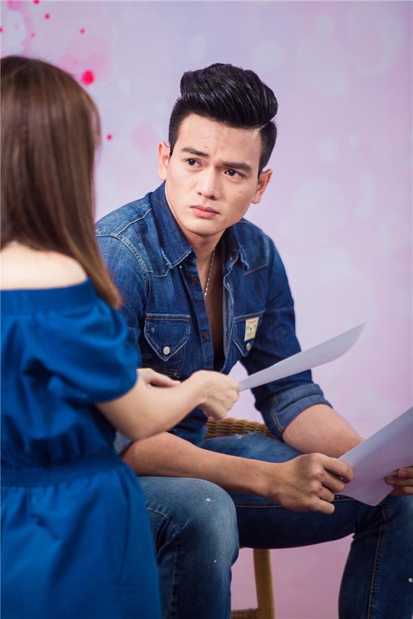 Nữ diễn viên Quả tim máuđã nhiệt tìnhhỗ trợ chophần diễn xuất của Lê Xuân Tiền trong buổi casting phim Đời cho ta bao lần đôi mươido cô làm giám đốc sản xuất.