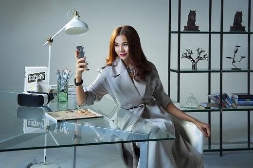 """Cùng """"chiến hữu"""" Samsung Galaxy S7 edge, chân dài 1m12 tiếp tục sải bước bứt phá những giới hạn mới. - Tin sao Viet - Tin tuc sao Viet - Scandal sao Viet - Tin tuc cua Sao - Tin cua Sao"""