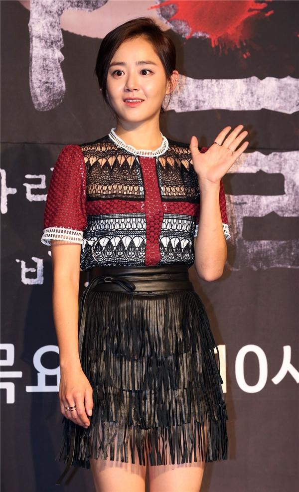 So với thời mới vào nghề trong Autumn In My Heart, Moon Geun Young của tuổi 28 hoàn toàn không có gì khác biệt. Cô chính là đại diện cho những nhan sắc thách thức thời gian của làng giải trí xử Kim Chi