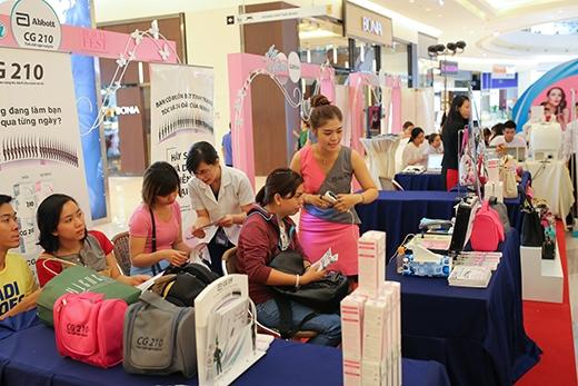 Tại Beauty Fest, rất nhiều dịch vụ làm đẹp cao cấp và hoàn toàn miễn phí sẽ phục vụ bạn.