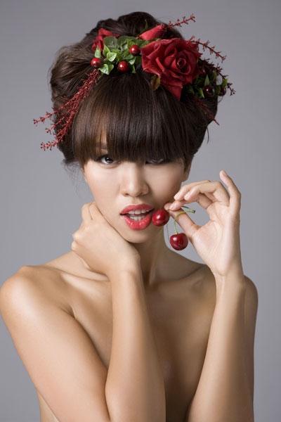 Bên cạnhlàn da rám nắng, thần thái tự tin,phong cách thời trang không lẫn với ai thì đôi môi gợi cảm cũng là một trong những yếu tố khiến người hâm mộ luôn nhớ tới Hà Anh. - Tin sao Viet - Tin tuc sao Viet - Scandal sao Viet - Tin tuc cua Sao - Tin cua Sao