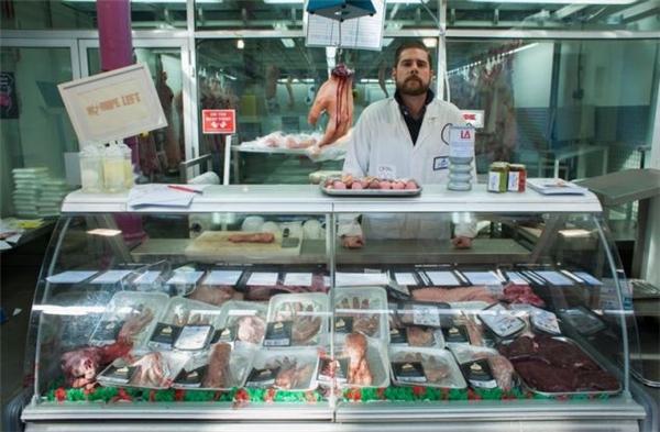 Đồng thời, toàn bộ doanh thu bán thịt sẽ được chuyển cho Limbless Association, một tổ chức từ thiện ở Anh chuyên hỗ trợ những người bị mất chân tay.