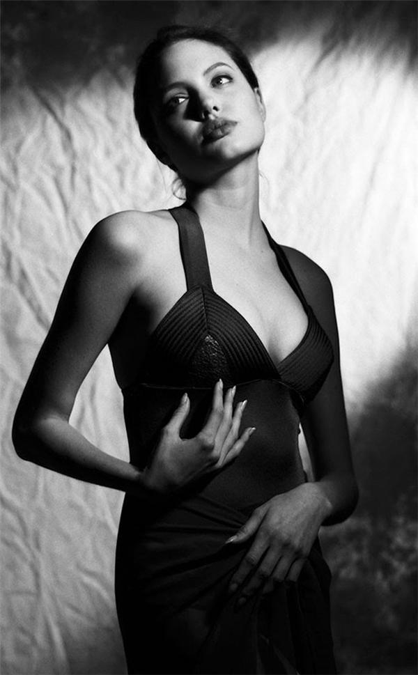 Mấy ai từ năm 15 tuổi đã sở hữu vẻ đẹp của đại minh tinh như Angelina Jolie?