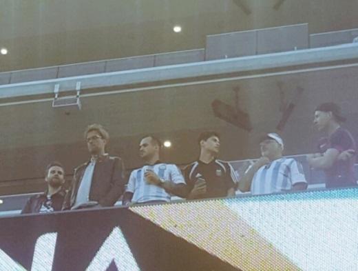 HLV Klopp cùng người đại diện của Gonzalo Higuain