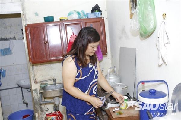 Căn bếp của phòng trọ khá đơn sơ và giản dị. - Tin sao Viet - Tin tuc sao Viet - Scandal sao Viet - Tin tuc cua Sao - Tin cua Sao