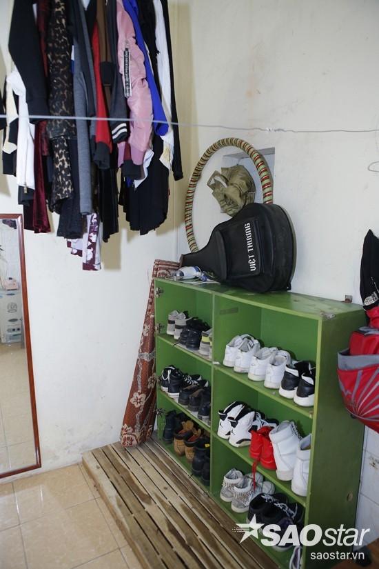 Quang Anh có hẳn một tủ giày riêng được xếp ngay ngắn trong nhà. - Tin sao Viet - Tin tuc sao Viet - Scandal sao Viet - Tin tuc cua Sao - Tin cua Sao