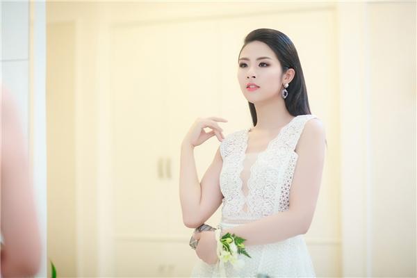 Ngọc Hân, Tú Anh xinh như thiên thần với váy áo trắng tinh