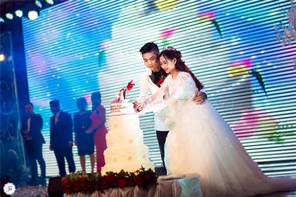 Hình ảnh hạnh phúc tại hôn lễ của đôi vợ chồng trẻ. (Ảnh: Trang cá nhân)