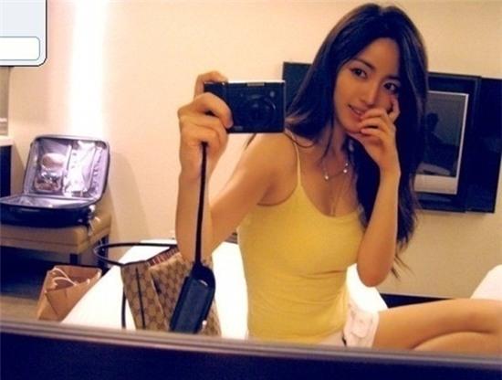 Cô giáo Lee Na Young sở hữu thân gợi cảm.