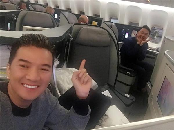 Đàm Vĩnh Hưng bất ngờ hội ngộ danh hài Chí Tài trên một chuyến bay.