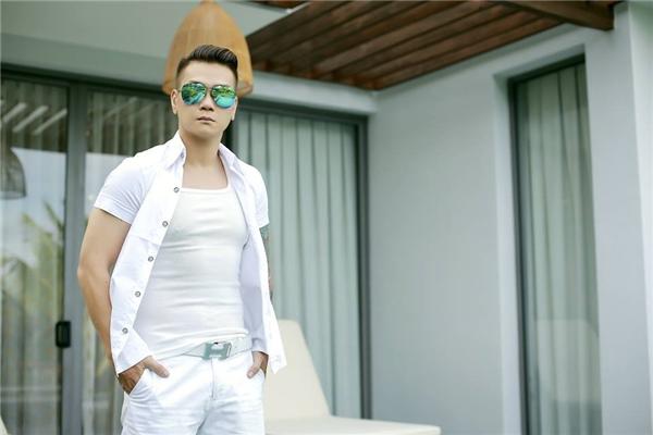Và mãi cho đến tháng 8/2015, dưới sự giúp đỡ của ca - nhạc sĩ JimmiiNguyễn, Trịnh Tuấn Vỹ mạnh mẽ trở lại showbiz Việt bằng album Anh là ai khi bên em. Bước ngoặt này đã tạo đà cho Tuấn Vỹ phát triển sự nghiệp sau vấp ngã đầu đời.