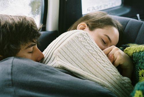 Giam cầm yêu thương là sự ràng buộc ngọt ngào nhất