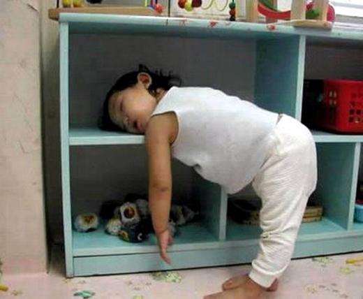 Mẹ ơi xem con ngủ nè. (Ảnh: Internet)