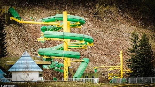 Một khu công viên giải trí đang xây dựng dang dở đồng nghĩa với việc ngưng trệ mãi mãi. (Ảnh: Prett Patman)