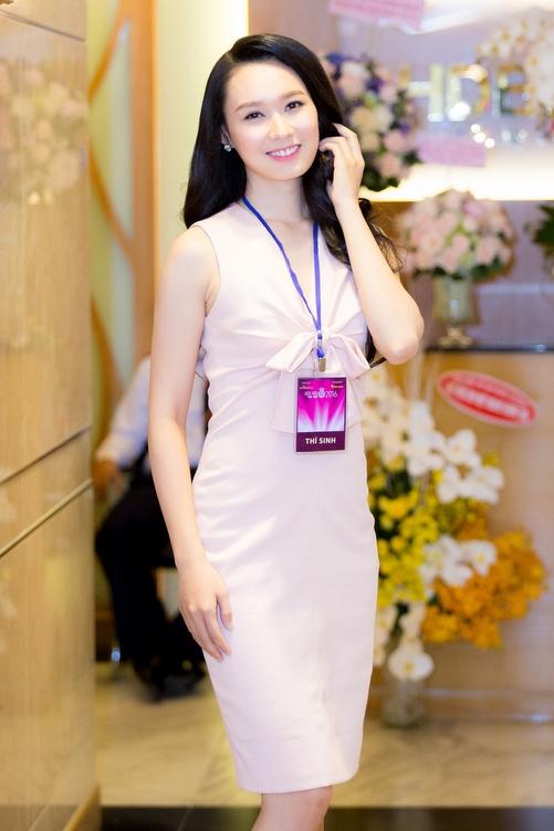 Nguyễn Thùy Linhđến từĐồng Naitừng lọt vào chung kết cuộc thi Hoa hậu Hoàn Vũ 2015. Tại cuộc thi năm ngoái, cô nhận được sự kìvọng lớn từ gia đình nhưng lại bị loại sớm khiến bản thân thất vọng. Năm nay, Thùy Linhmong muốn có cơ hội thử sức,thể hiện bản thân nhiều hơn tạiHoa hậu Việt Nam.