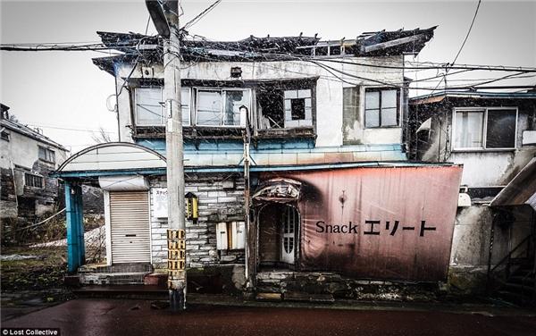 Ngôi nhà bị tàn phá nặng nề nhưng không ai sửa chữa. (Ảnh: Prett Patman)