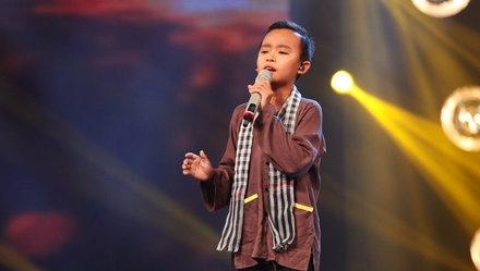 Cả hai tài năng đều cùng 13 tuổi này gây được tiếng vang lớn không chỉ bởi có giọng hát hay, truyền cảm mà cònchung hoàn cảnh khá đặc biệt.