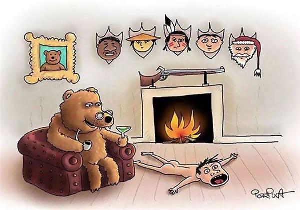 Chủ nhà gấu nằm ườn trên ghế sofa, bàn tay vĩ đại mân mê chiếc tẩu gỗ to như cái ủng đi mưa. Sau lưng ông, bức chân dung của gấu con lém lỉnh mỉm cười trên tường, bên cạnh một dãy đầu người đủ mọi màu da mà ông sưu tầm được từ những chuyến đi săn. Trên sàn, một bộ da người vĩ đại nằm phủ phục trước lò sưởi, khuôn mặt nó lộ rõ vẻ đau đớn và kinh hoàng.