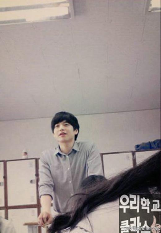 Jung Il Chae là giáo viên dạy Toán của trường cấp ba SeJong, Seoul, Hàn Quốc. Thầy cao 1m86 và gây sốt với vẻ ngoài điển trai giống Lee Min Ho.