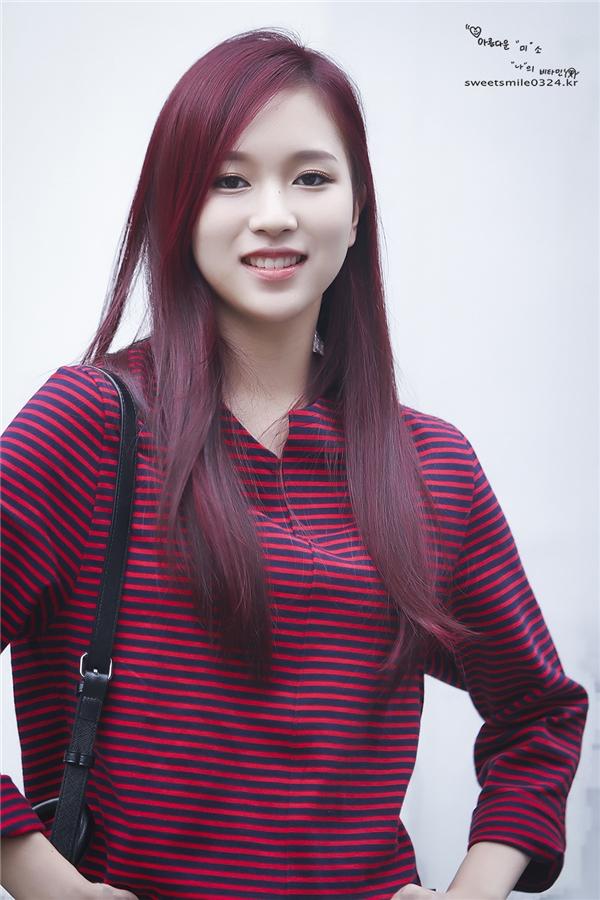Thành viên đến từ Nhật Bản –Mina, dù mới bước sang tuổi 18 đã gây ấn tượng nhờ khuôn mặt xinh đẹp, nụ cười tỏa nắng cùng khả năng vũ đạo quyến rũ.
