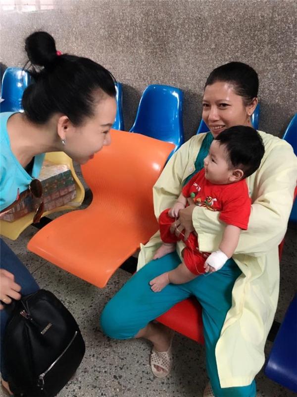 Quặn lòng với nghị lực của người mẹ đơn thân mang bệnh hiểm nghèo