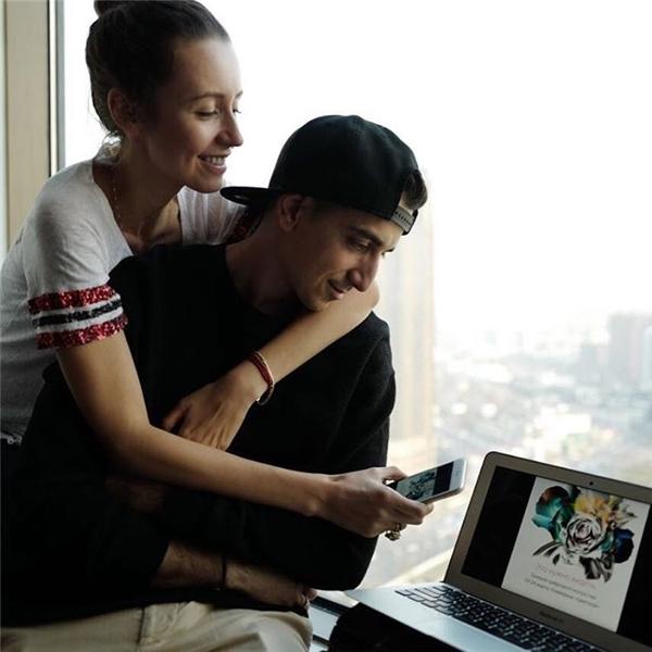 Những hình ảnh hậu trường ngọt ngào của hai người khiến cư dân mạng muốn phát hờn vì ghen tỵ.