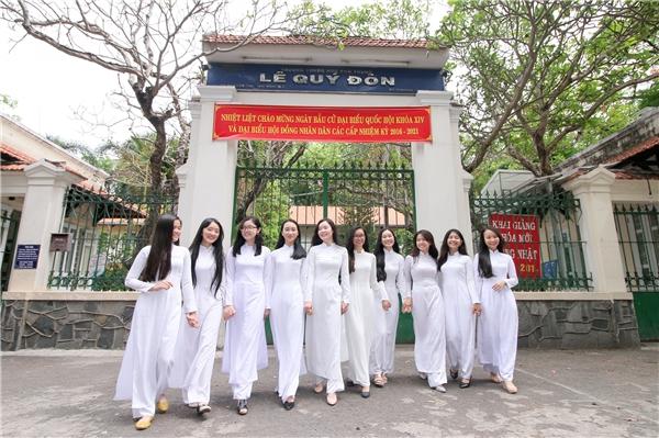 Hầu hết các bạn ai nấy cũng đều háo hức khi được diện chiếc áo dài trắng tinh khôi.